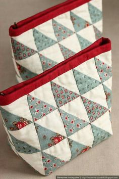 Quilted cosmetic bags by vechernie. Patchwork Bags, Quilted Bag, Quilted Purse Patterns, Fabric Bags, Little Bag, Zipper Bags, Zipper Pouch, Handmade Bags, Small Bags