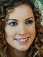 2014 Yılının Haziran ayının sonunda kaçak gelinler dizisinden Almilla olarak tanıdığımız oyuncunun gerçek adı Açelya Topaloğlu'dur.