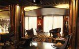 Bar Plateia, Hotel Teatro, Porto - O Restaurante e o Bar são um Palco e Plateia, onde se recriam peças de degustação de requintado paladar. O pátio interior é um espaço versátil e surpreendente, um jardim ao ar livre ou um local reservado e recolhido do buliço da cidade. De cores ouro e bronze, os 74 quartos e suites primam pelo conforto e sofisticação.
