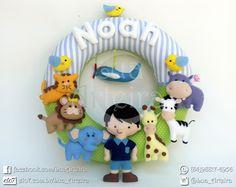"""Guirlanda para porta de maternidade e decoração do quarto do bebê. Tema """"Safari"""". Tamanho: 30cm x 30cm Tags: guirlanda, feltro, safari, animais, verde, marrom, macaco, hipopótamo, zebra, girafa, menino, elefante, leão, passarinhos, tigre, handmade, artesanato, diy."""