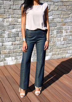 Le Fameux Embrun, que je rêvais de faire depuis sa sortie. Un très joli pantalon à pont avec des boutons décoratifs. Je ne vous cache pas que j'ai eu très peur de me lancer, car il me semblait quan…