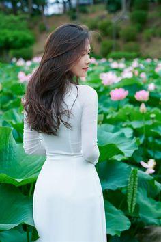 Vietnamese Traditional Dress, Traditional Dresses, Ao Dai, Asian Beauty, White Dress, High Neck Dress, Fashion, Turtleneck Dress, Moda