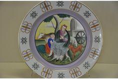 """Liepājas muzejs pirmā stāva izstāžu zālē apmeklētājiem piedāvā izstādi """"Porcelāna kolekcijas"""" no uzņēmēja un kolekcionāra Pētera Avena krājuma. Izstādē aplūkojams porcelāns, kas tapis Rīgā no 1925. līdz 1940. gadam."""