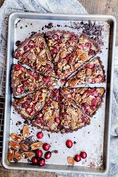 Chocolate caramel tart, Caramel tart and Chocolate caramels on ...