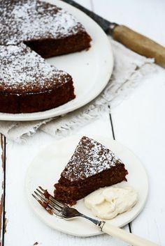 Orange and almond chocolate cake with orange cinnamon cream