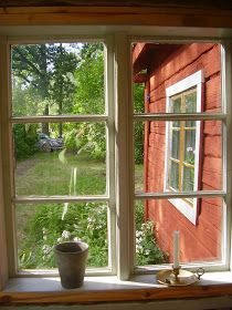 Elins Stuga: Min bror och svägerska bjuder in oss i sitt torp Swedish Cottage, Red Cottage, Swedish House, Timber House, Wooden House, Window View, Open Window, Cottage Windows, Red Houses
