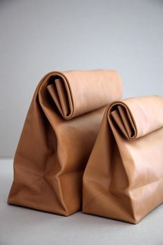 SACO DE PAPEL pure - Leather version of the brown paper bag, crafted with a single piece of vegetable dyed calfskin Leather Clutch, Tan Leather, Clutch Bag, Leather Bags, My Bags, Purses And Bags, Conception En Cuir, Fashion Bags, Fashion Accessories