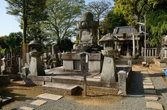 The tomb of Sen-Hime, Chion-in Temple, Kyoto / 知恩院・千姫の墓(京都)