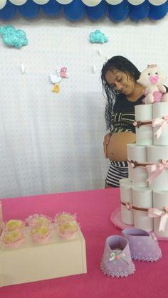 Chá de bebê com esse bolo Fake. Lindo bebê feito em tecido.