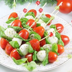 Polish Recipes, Tortellini, Canapes, Coleslaw, Party Snacks, Food Presentation, Caprese Salad, Finger Foods, Catering