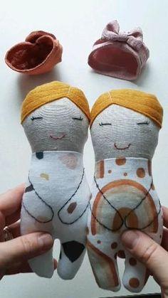 Handmade Rag Dolls, Diy Rag Dolls, Raggy Dolls, Sewing Dolls, Rag Doll Patterns, Fabric Doll Pattern, Tiny Dolls, Soft Dolls, Diy Sock Toys