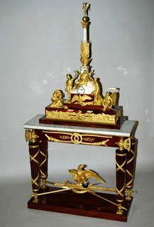 Arts décoratifs Premier Empire - Pendule-monument conçue par Louis Duguers de Montrosier à la mémoire de Frédéric II, roi de Prusse (1806 - Mobilier national). H : 2,51 m.