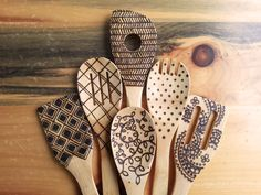 What a neat idea for Decor or gift. Wood burned kitchen utensils bamboo wooden spoons by HydeParkHome Wood Burning Crafts, Wood Burning Patterns, Wood Burning Art, Wood Crafts, Kitchen Utensil Set, Kitchen Items, Kitchen Decor, Wood Spoon, Wooden Kitchen