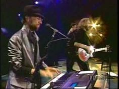Bee Gees - Spicks and Specks live in sydney. I am not a great lover of the Bee Gees but love this song. My son turned me on to it when he started doing it at karaoke. Great enjoy!