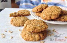 Keine Angst, ich habe das neue Jahr nicht mit dem guten Vorsatz begonnen, dass ich gesund backen werde :) Obwohl, ein gesundes Rezept schadet ab und zu nicht. Diese Kekse sind dank der Haferflocken vielleicht etwas gesünder als sonst, Diät-Kekse sind es aber nicht. Sie passen super zum Frühstück oder eignen sich als ein kleiner Snack zwischendurch, wenn man gerade Appetit auf Süßes hat. Sie sind schnell zubereitet, schmecken lecker und man kann immer welche dabei haben. Wie schon im Titel…