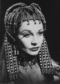 Vivien Leigh as Cleopatra.