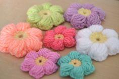 Tutorial Mollie Flowers o Flores Puff Crochet o Ganchillo Español Crochet Puff Flower, Crochet Flower Patterns, Crochet Flowers, Crochet Diy, Love Crochet, Crochet Gifts, Bobble Crochet, Blanket Crochet, Crochet Classes