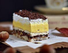 Lešnikov kolač z vanilijevo kremo, nutello in stepeno smetano Sweet Recipes, Cake Recipes, Dessert Recipes, Cake Cookies, Cupcake Cakes, Kolaci I Torte, Torte Cake, Homemade Cookies, Sweet Cakes
