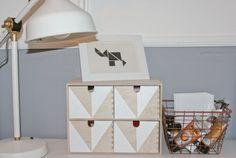 ars textura: Moppe Hack... jetzt kommt Ordnung auf den Schreibtisch, Ikea Hack, Moppe anmalen, geometrisches Muster, DIY, paint Moppe