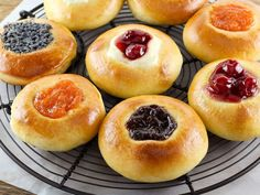 American Cakes: Kolache - Learn the history of Czech kolaches, then try a tradit. - American Cakes: Kolache – Learn the history of Czech kolaches, then try a traditional recipe with - Breakfast Recipes, Dessert Recipes, Breakfast Cake, Pan Rapido, Donuts, American Cake, Czech Recipes, Prune, Vintage Recipes