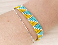 Summer yellow and turquoise loom beaded bracelet with fine chain. For Boho and Ibiza style. Loom Bracelet Patterns, Bead Loom Bracelets, Unique Bracelets, Woven Bracelets, Fashion Bracelets, Beads Jewelry, Beaded Jewelry Patterns, Beading Patterns, Unique Gifts For Girls