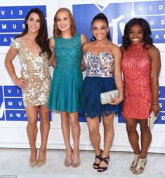 Aly Raisman, Madison Kocian, Laurie Hernandez and Simone Biles from MTV Video Music Awards 2016 Red Carpet Arrivals The Final Five (without Gabby Douglas) looked so excited to be together and enjoy the fun night! Simone Biles, Aly Raisman, Team Usa Gymnastics, Olympic Gymnastics, Olympic Games, Olympic Team, Gymnastics History, Tumbling Gymnastics, Gymnastics Funny