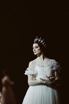 Marie-Agnes Gillot in Giselle. Beautiful port de bras and how her technique in each closed position is stunning - this defines her artistry...gorgeous dancer!