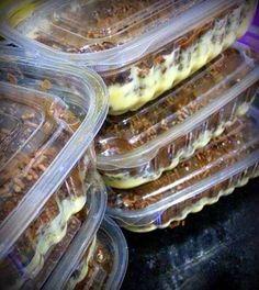 A receita e deliciosa ,anote a receita  A quantidade de recheio é equivalente para 15 bolos do tamanho de 100g.  A montagem é feita da seguinte forma:  Passo 1: Colocar um pouquinho de