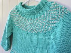 Ravelry: Avery's pullover Sweater pattern by Danielle Chalson