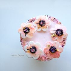 cake decoration inspiration: nectar & stone