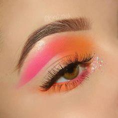 winged crease neon orange & pink glittering inner corner eye make-up . - winged crease neon orange & glittering pink inner corner eye make-up Kirsteen Russell - Eye Makeup Cut Crease, Dramatic Eye Makeup, Makeup Eye Looks, Colorful Eye Makeup, Eye Makeup Art, Winged Eyeliner, Makeup Eyebrows, Gel Eyeliner, Bright Pink Eye Makeup