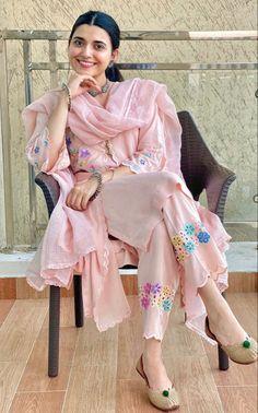 Pakistani Fashion Casual, Pakistani Dresses Casual, Punjabi Fashion, Women's Fashion, Fashion 2020, Dress Fashion, Fashion Ideas, Casual Dresses, Punjabi Suits Designer Boutique