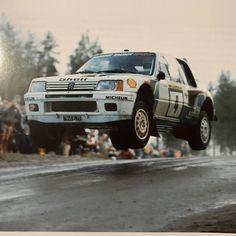 Photo Sports Car Racing, Sport Cars, Race Cars, Racing Car Images, Rally Raid, Off Road Racing, Toyota Cars, Vintage Race Car, Car And Driver