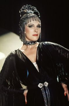 Victor, Victoria - Julie Andrews wearing that gorgeous beaded showgirl cloche | cap <3