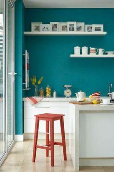 Wandfarbe bilder fotos Türkis wandgestaltung küche regale retro