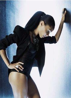 Jada Pinkett-Smith Shows Off Her Amazingly Toned Body In IO Donna Magazine (PHOTOS)