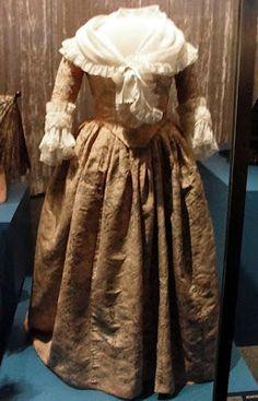 Martha Washington's gown circa 1780