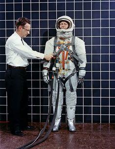 astronaut controle op aarde voor grid jaren 70