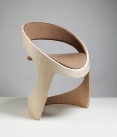 Ever felt your interior could look more artistic? There's a piece of furniture that's as functional as it's creative – the sculptural chair. Classic Furniture, Unique Furniture, Wooden Furniture, Contemporary Furniture, Plywood Furniture, Cheap Furniture, Chair Design Wooden, Design Furniture, Furniture Decor