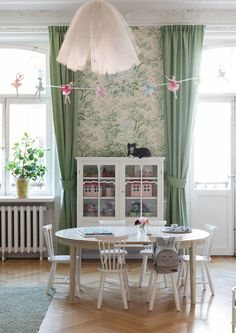 Beautiful turn-of-the-century family apartment with a romantic touch - Paul & Paula