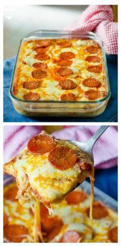 Espaguetis, huevos, leche, queso parmesano rallado, orégano, ajo machacado, salsa de espagueti en frasco, mozzarella rallado y pepperoni en rodajas.