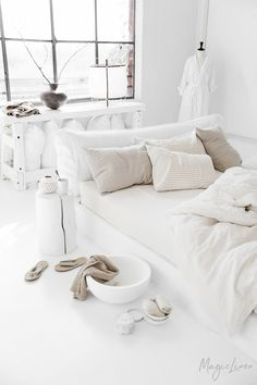 Add more coziness to your bedroom with linen sheets in white. Duvet covers, pillowcases, sheets and bed skirts available in various colors.