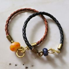 Lucinda Storms : Belvedere Beads - lampwork & leather bangles