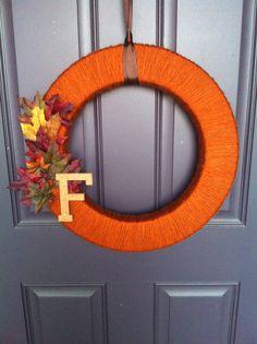 Yarn Wreath using flat grn wreath