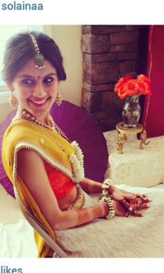Great simple bride look for a pithi/mehndi event. I like her fresh flower jewelry Big Indian Wedding, Indian Bridal Wear, South Asian Wedding, Desi Wedding, Wedding Looks, Indian Weddings, Indian Wear, Indian Dresses, Indian Outfits