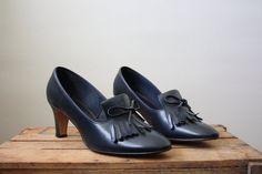 vintage 1960's shoes - navy scholastic pumps