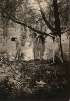 Little Penny Dreadful, under-the-gaslight: Wood Nymphs c. Dark Romance, Wood Nymphs, Vintage Witch, Vintage Gypsy, Vintage Girls, Witch Aesthetic, Vintage Photographs, Vintage Beauty, Wicca