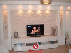 How to decor you walls, do you know? ideen deckengestaltung Living Room Tv Unit Designs, Ceiling Design Living Room, Tv Wall Design, False Ceiling Design, Living Room Decor, House Design, Modern Tv Wall Units, Tv Wall Decor, New Homes