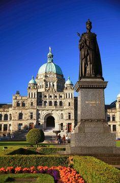 Statue of Queen Victoria and Parliament Building, Victoria, Vancouver Island, British Columbia