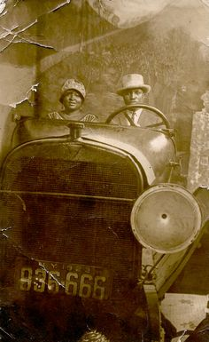 Pinner writes: 1923 Vintage photograph of an African-American couple in a car. I picked this up in an antique store in St. Arcade, American Photo, American Life, Black Pride, African American History, American Indians, History Facts, Vintage Pictures, Vintage Photographs